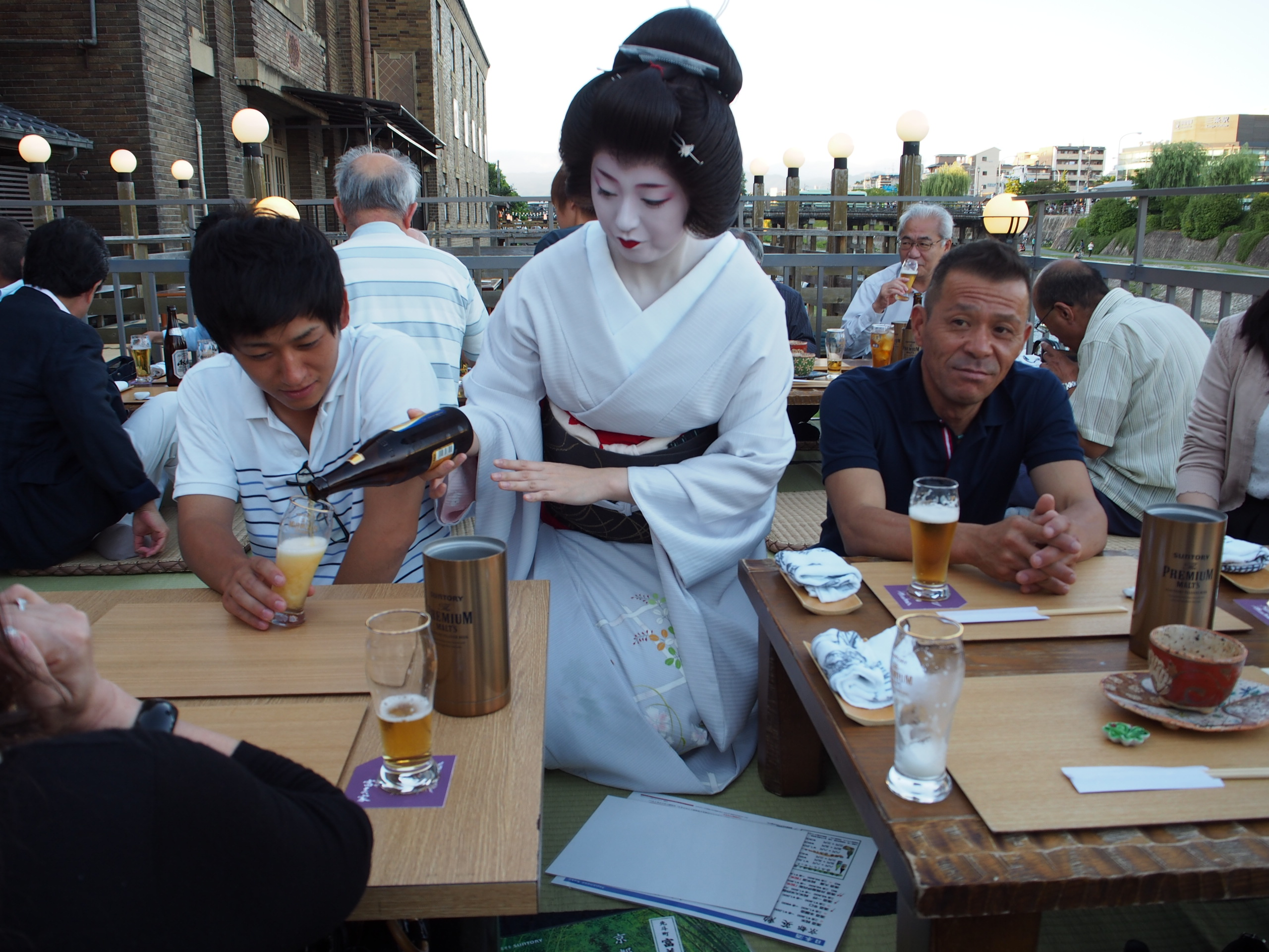 京芸妓にお酌をして頂きました。