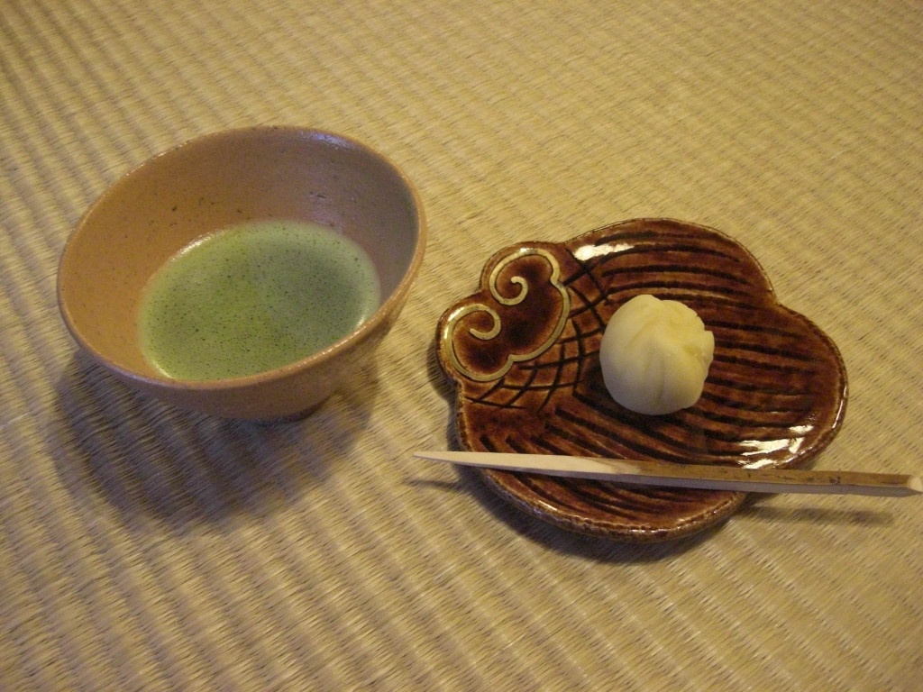 京都美濃吉本店「竹茂楼」待合での茶菓